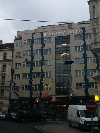 Mosaic House: o Hostel
