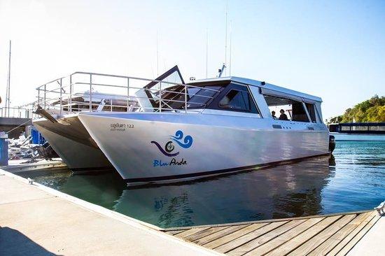 Blu Anda: Catamaran