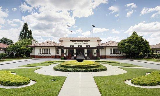 Hyatt Hotel Canberra: Hotel Exterior