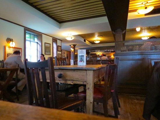 Black Labrador Pub: Interior
