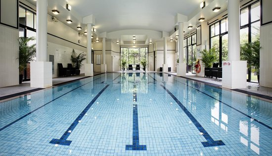 Hyatt Hotel Canberra: The Clubhouse Swimming Pool