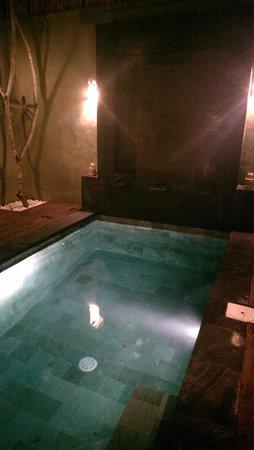 The Jas Villas: 1 bedroom villa pool at night