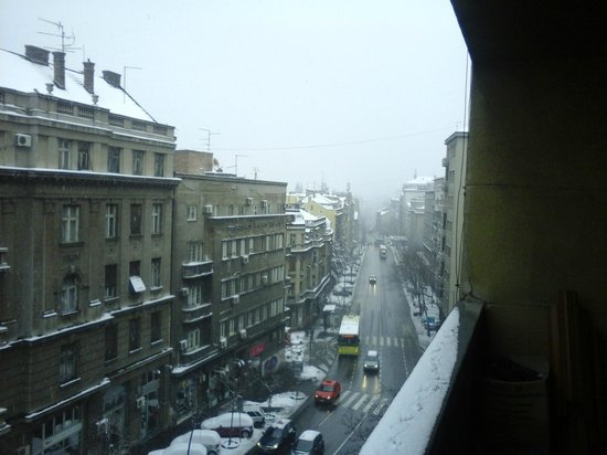 Hostel Seven : amanhecer com neve em Belgrado