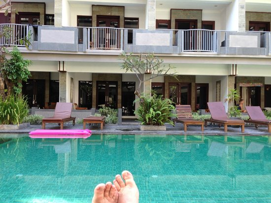 Champlung Mas Hotel: Poolside
