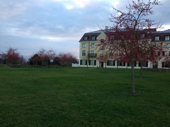 Radisson Blu Hotel at Disneyland Paris : The outside of hotel where the playground is situated and walking paths