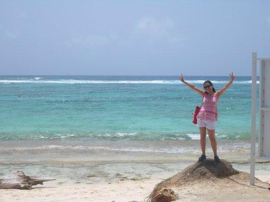 Decameron San Luis: Excelente vista en la playa frente al hotel