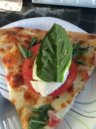 Duetto Pizza and Gelato: Caprese Pizza