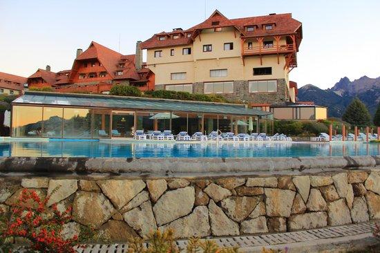 Llao Llao Hotel and Resort, Golf-Spa: Piscina Climatizada con vista al lago Nahuel Huapi!