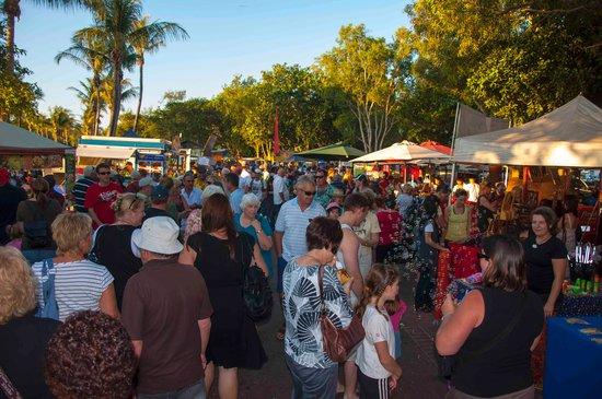 Mindil Beach : crowds get bigger before dark
