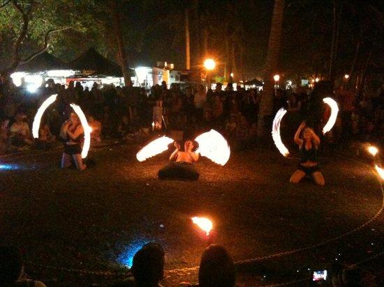 Mindil Beach : fire show 2