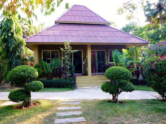 Lanta Castaway Beach Resort: Bungalow