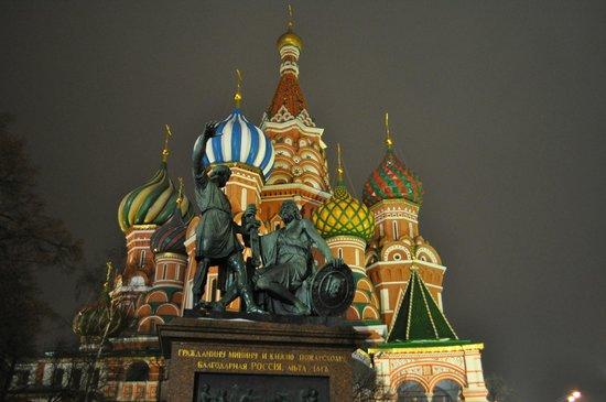 Minin & Pozharsky Monument: night shot, Feb 2014