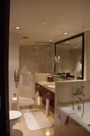 Four Seasons Hotel Sydney: The fabulous bathroom