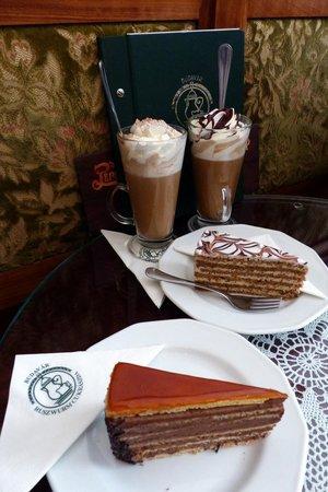 Ruszwurm Cukraszda: Coffee and dessert at Ruszwurm