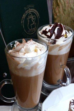 Ruszwurm Cukraszda: Coffee drinks at Ruszwurm