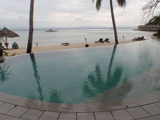 El Nido Resorts Apulit Island : The infinity pool