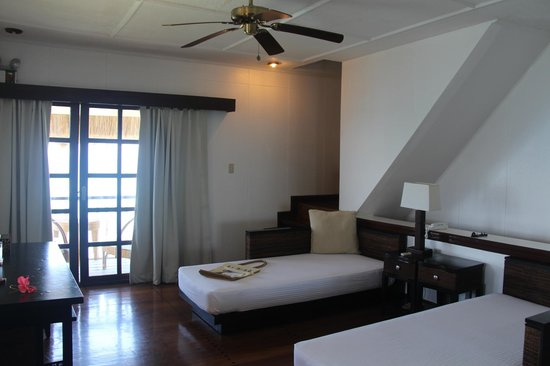 El Nido Resorts Apulit Island : Day beds on the main floor