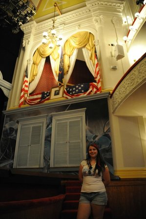 Ford's Theatre : Me in front of the famous booth.