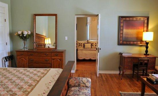 Royal Elizabeth Inn: The Sara Page suite