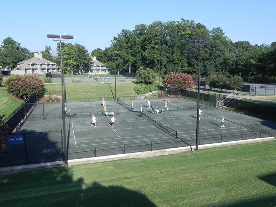 Kingsmill Resort : Tennis court outside our suite