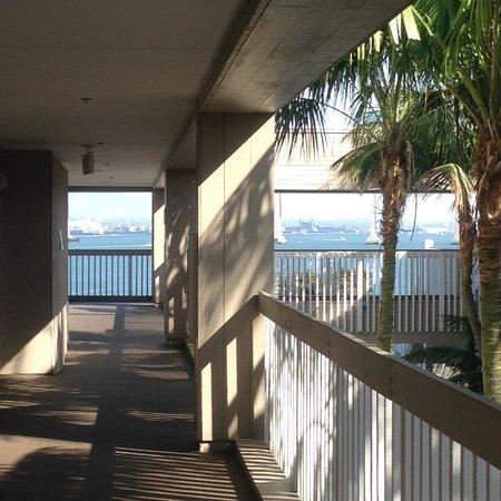 Marriott Coronado Island Resort : 385 - Room toward end of hallway