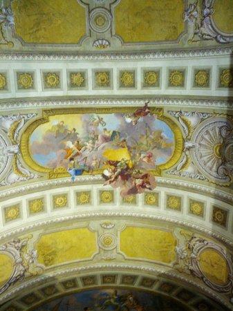 Nationalbibliothek: Объемная роспись на потолке