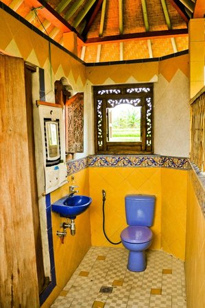 Tirta Asri Ubud: upstairs bath