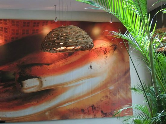 Ginger Moon Canteen: Artwork and funky lights
