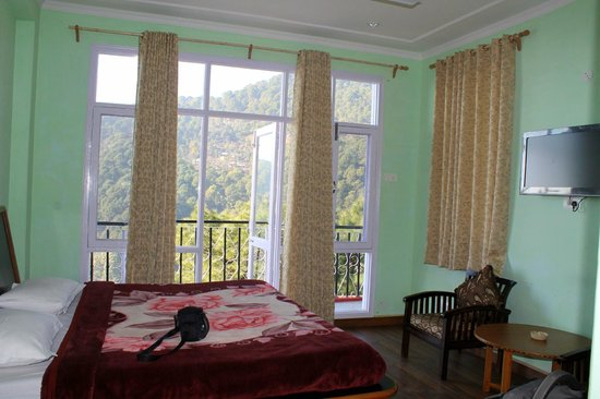Hotel Pine Valley & Restaurant: our room with balcony