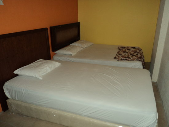 Hotel Travel Inn: 1 Double Bed & 1 Single Bed