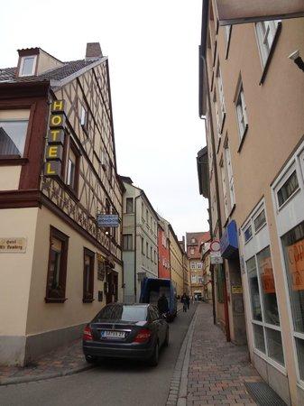 Hotel Alt Bamberg: улочка у отеля