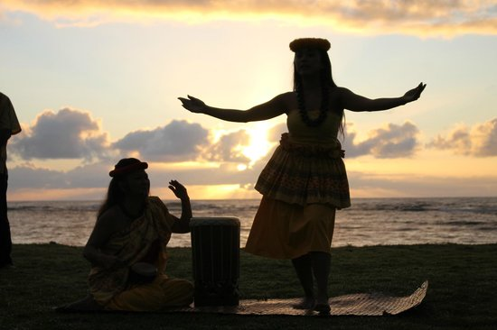 Courtyard Kaua'i at Coconut Beach : morning sunrise ceremony