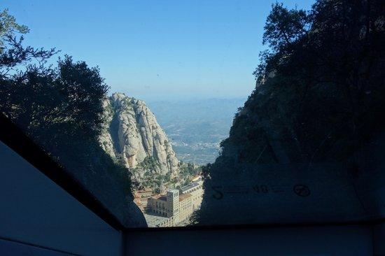 Escolania de Montserrat: ケーブルカーから見る大聖堂