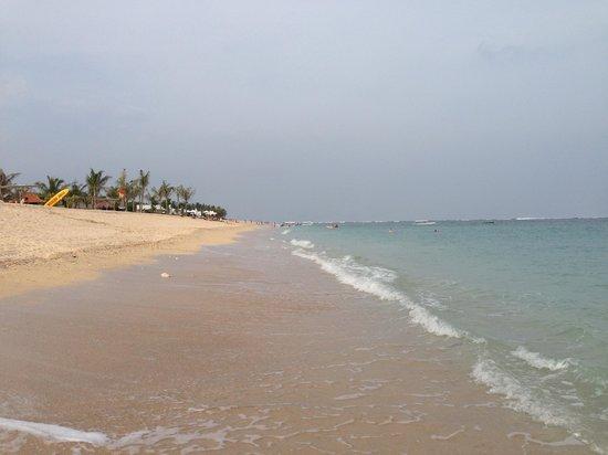 Mulia Villas: shoreline, NO crowd!! just the way i like it!!