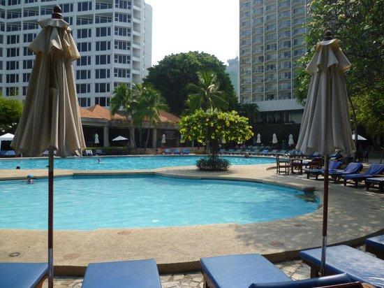 Imperial Pattaya Hotel : бассейны