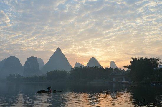 Yangshuo Tea Cozy: Sunrise from the docked boats