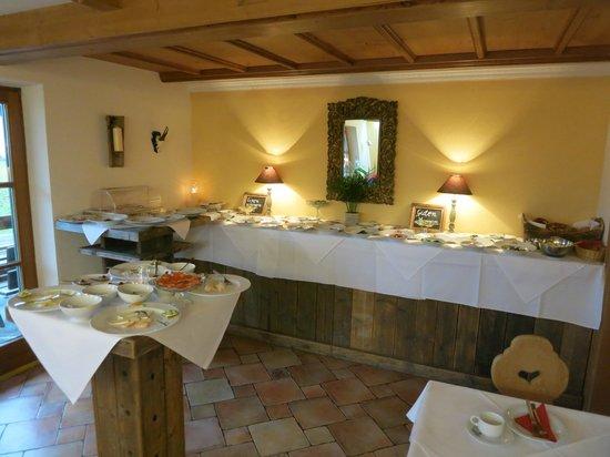 Hotel Mowe am Chiemsee: The Breakfast Buffet