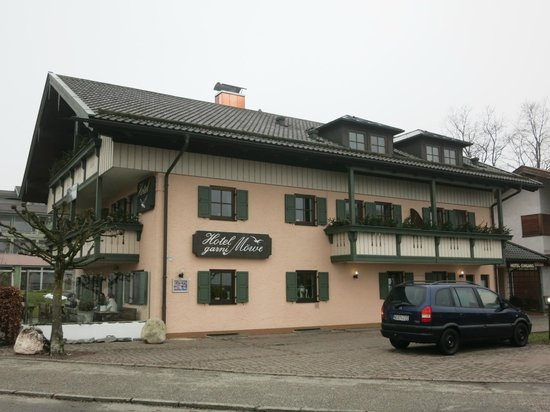Hotel Möwe am Chiemsee: Great position overlooking lake near wharf