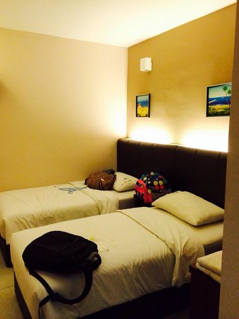 Marina Well Hotel Sdn Bhd: 2 single beds room. Spacious enough for the price. Great room.