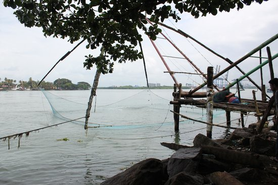 Tissa's Inn : The Chinese fishing nets/Jetty - 5 mins walk from the hotel