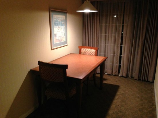 HYATT house Cypress/Anaheim: Dining Table