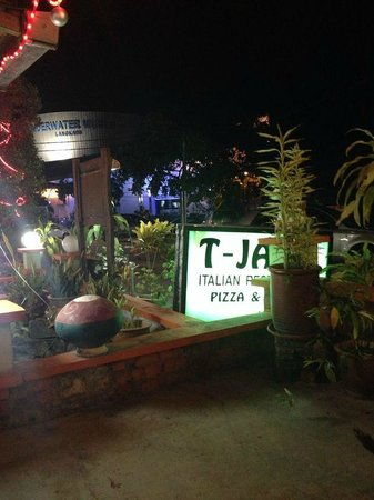 TJ's Italian Restaurant : The place is little bit hidden, behind the Chinese restaurant