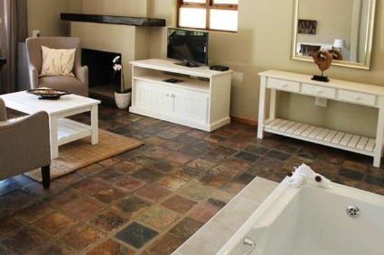 Blackwaters River Lodge: Luxury Suite lounge area