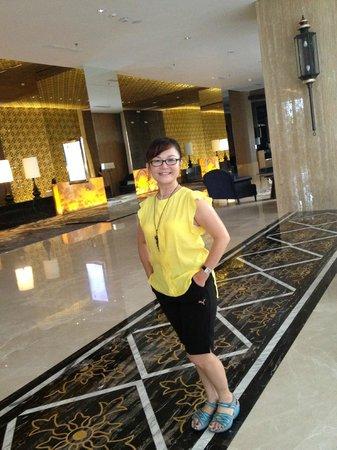 Hotel Tentrem Yogyakarta : lobby hotel