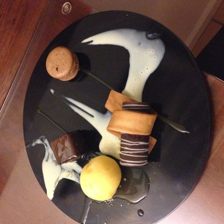 Coral Sea Resort: The choc tart dessert...amazingly good!!!!