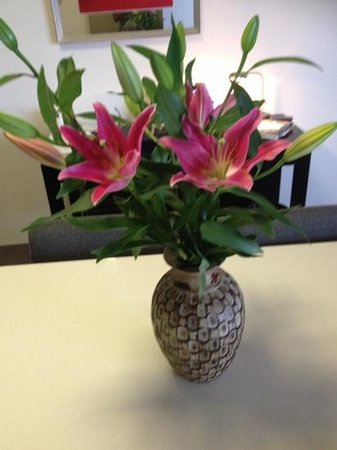 Meriton Suites Bondi Junction: Great vases in the Apartment!