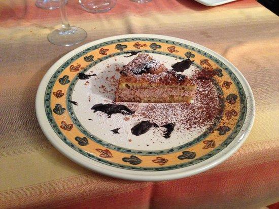 Ristorante San Pietro: Pan di spagna all'amaretto