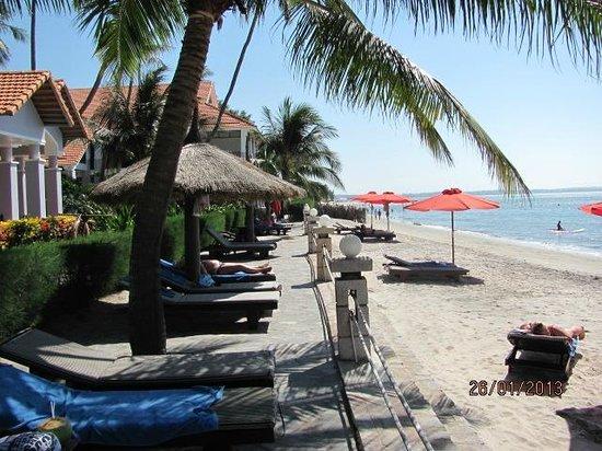 Muine De Century Beach Resort & Spa: Пляж