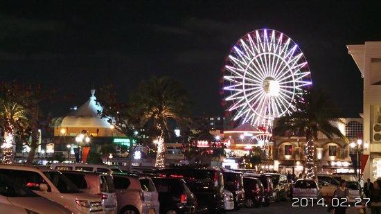 Vessel Hotel Campana Okinawa: 飯店外美國村的摩天輪