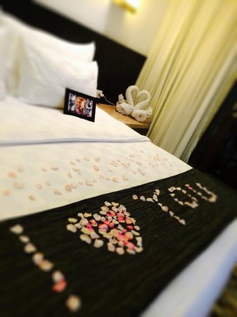 Padma Hotel Bandung: Honeymoon welcome set-up